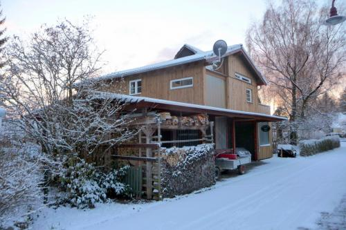 westerwald-ferienhaus-Gartenblick-im-Winter-003