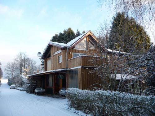 westerwald-ferienhaus-Gartenblick-im-Winter-004