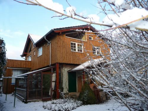 westerwald-ferienhaus-Gartenblick-im-Winter-006